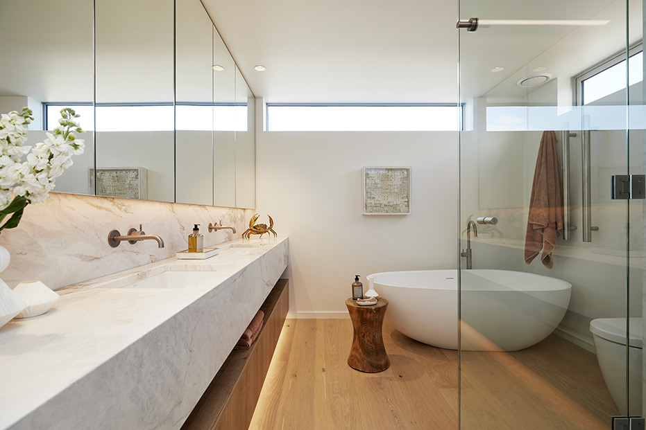 Artificial bathroom lighting